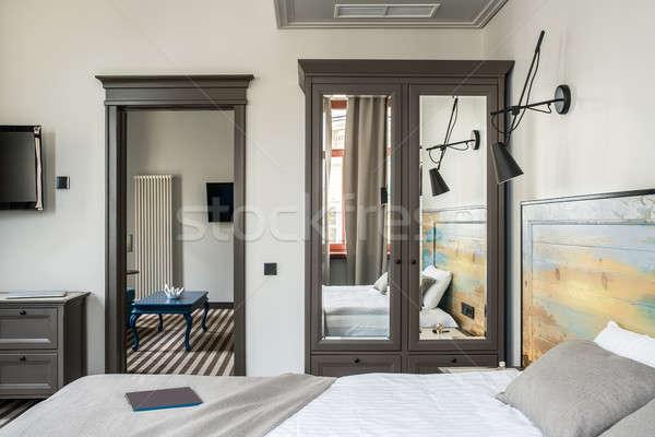 Belo quarto de hotel elegante luz paredes listrado Foto stock © bezikus