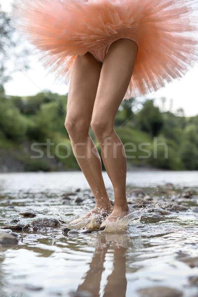 Ballerina springen rivier verrukkelijk spatten helpen Stockfoto © bezikus