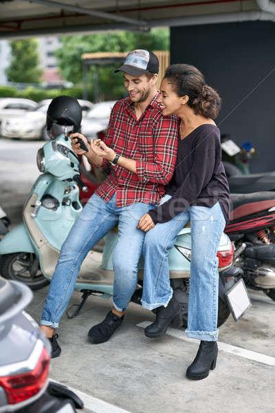 randevúk interracial párok