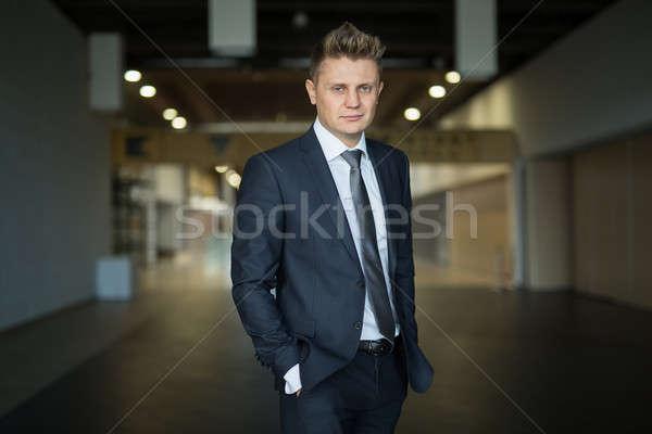 Retrato elegante empresario oscuro gris Foto stock © bezikus