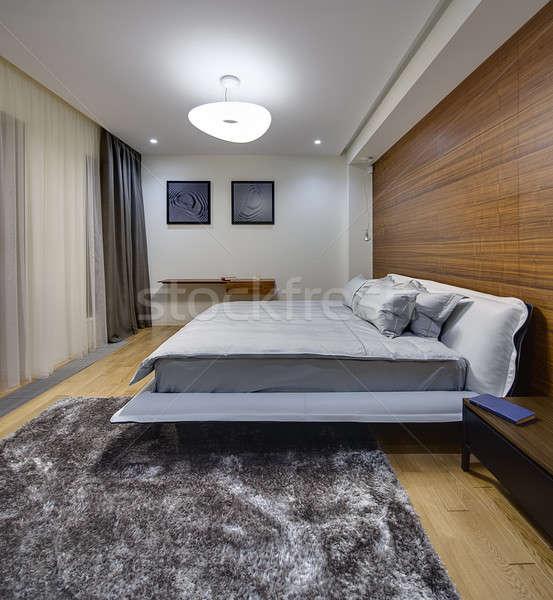 Yatak odası modern tarzda ışık duvarlar büyük yatak Stok fotoğraf © bezikus