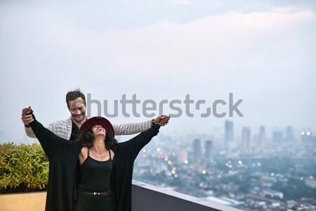 пару балкона смеясь Cityscape черный девушки Сток-фото © bezikus