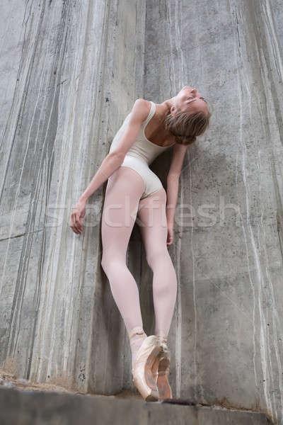 Mince ballerine concrètes industrielle pont fille Photo stock © bezikus