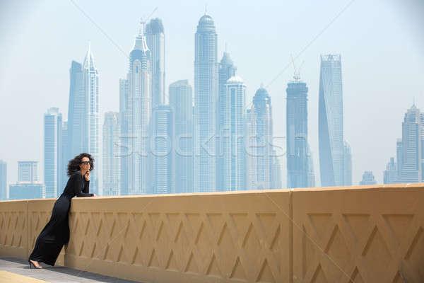 Nő felhőkarcolók magas lány fekete ruha Dubai Stock fotó © bezikus