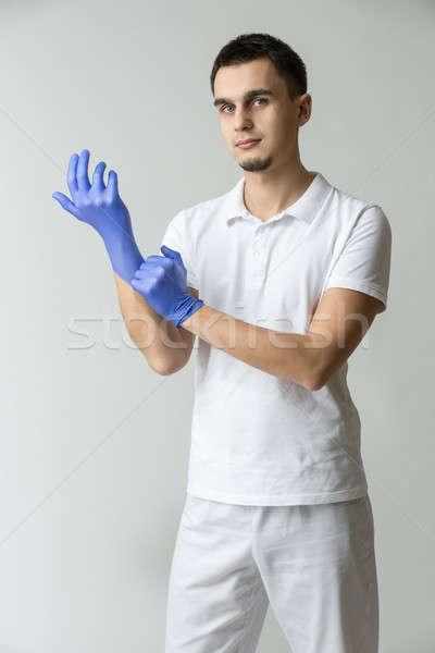 Médico médico do sexo masculino branco uniforme azul Foto stock © bezikus