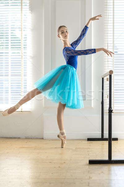 バレリーナ 訓練 ホール 魅力的な つま先 バレエ ストックフォト © bezikus