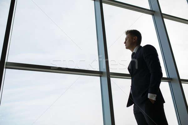 Férfi ablak elfoglalt sötét öltöny drága Stock fotó © bezikus