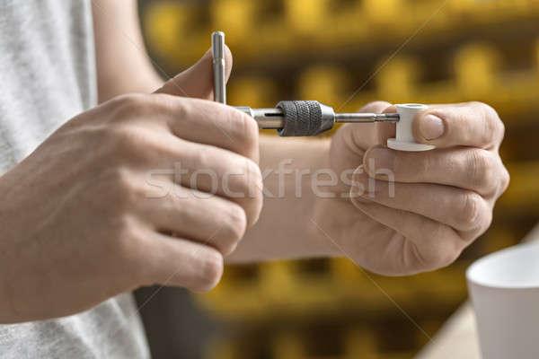 Homme clé atelier métal blanche détail Photo stock © bezikus