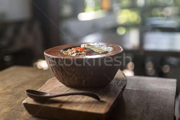 Stok fotoğraf: Meyve · karışımı · hindistan · cevizi · plaka · ahşap · masa · tahta · kaşık