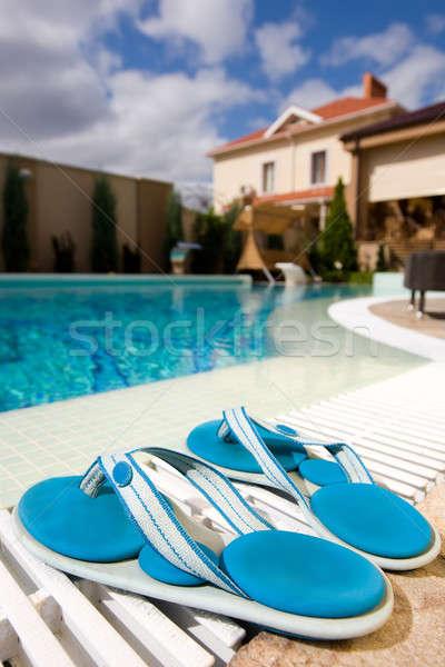 Stock fotó: úszómedence · hotel · kettő · kék · házi · cipők · égbolt