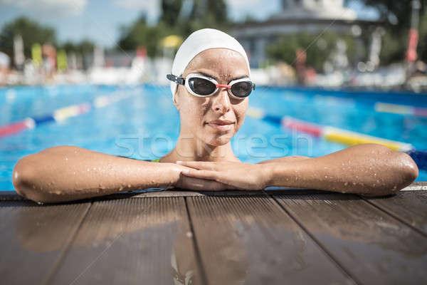 Nina nadar piscina alegre blanco Foto stock © bezikus