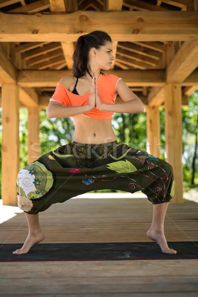 Menina comprometido ioga jovem sumo preto Foto stock © bezikus