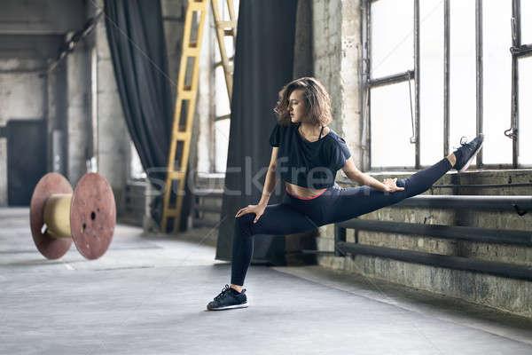 Meisje yoga opleiding prachtig zwarte sportkleding Stockfoto © bezikus