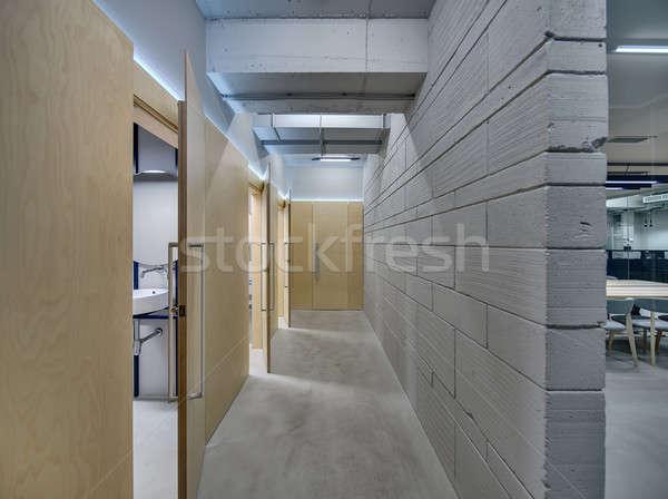 Koridor çatı katı stil ofis gri tuğla duvar Stok fotoğraf © bezikus
