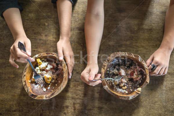 Mãos comida tabela exótico Foto stock © bezikus