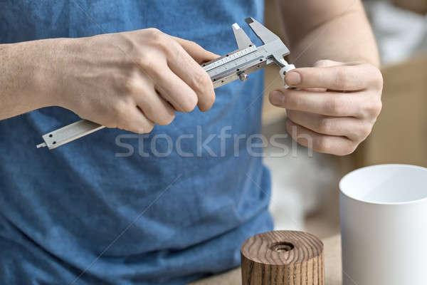 Man workshop procede witte metaal Stockfoto © bezikus