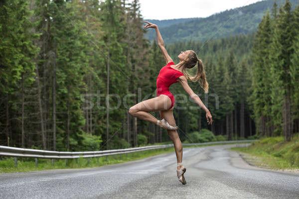 Ballerina pózol kint káprázatos helyes lábujj Stock fotó © bezikus
