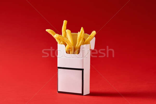 Cigarrillo Pack papas fritas rojo estudio valor Foto stock © bezikus