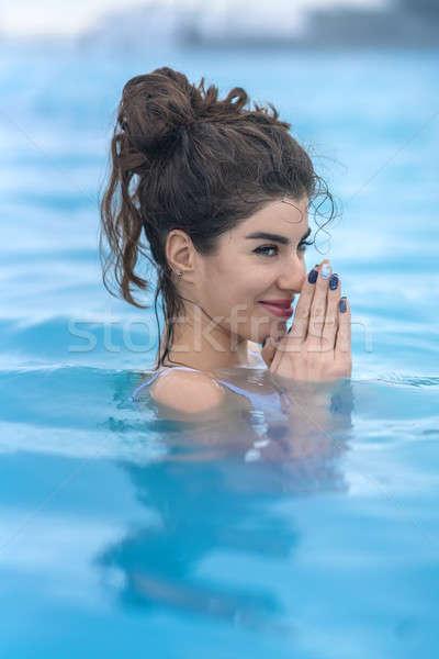 Kız rahatlatıcı havuz açık havada memnun beyaz Stok fotoğraf © bezikus