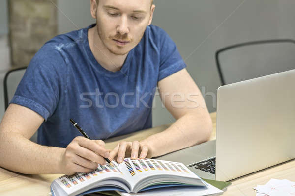 Man werken kantoor bebaarde potlood hand Stockfoto © bezikus