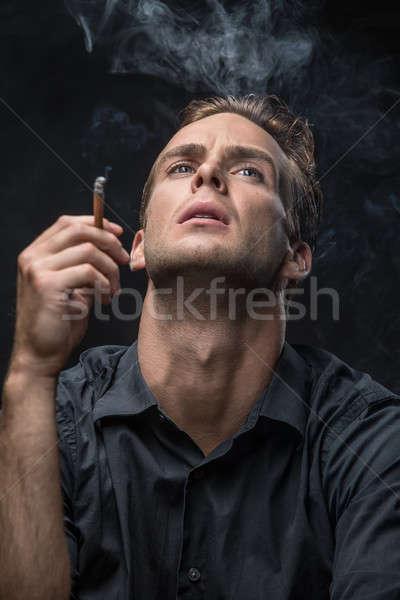 Portré férfi cigaretta dohányos sötét póló Stock fotó © bezikus