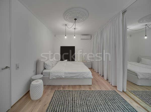 Nachtkastje stockfoto 39 s afbeeldingen en vectoren stockfresh - Modern bed volwassen ...