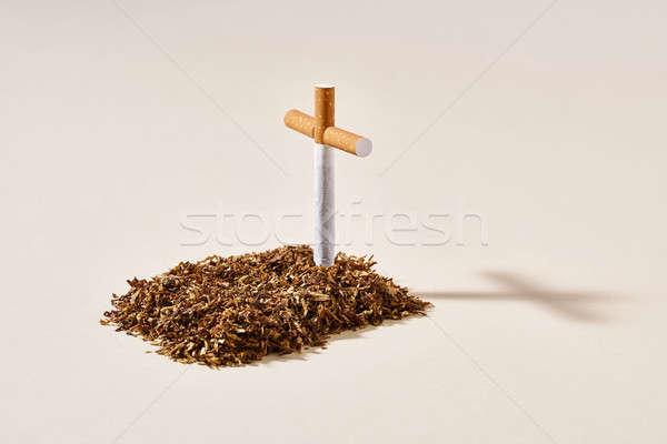 Tabac grave cigarette croix rappel fumer Photo stock © bezikus