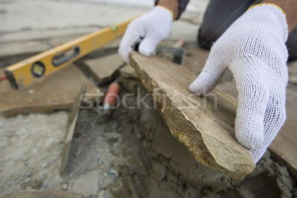 Murarz ręce działania poziom budynku domu Zdjęcia stock © bezikus