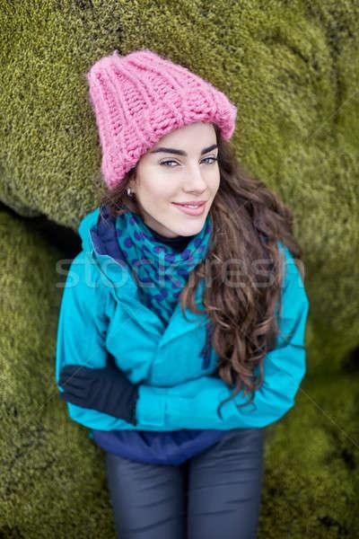 Dziewczyna stwarzające odkryty radosny zielone mech Zdjęcia stock © bezikus