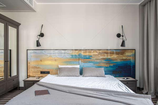 Stijlvol hotelkamer comfortabel licht muren gestreept Stockfoto © bezikus