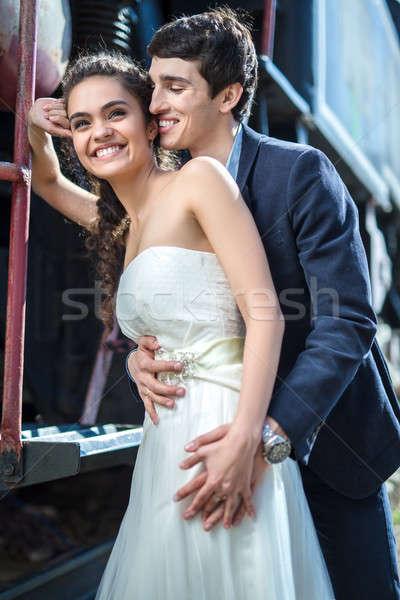 Portret gelukkig bruiloft paar oude stoomlocomotief Stockfoto © bezikus