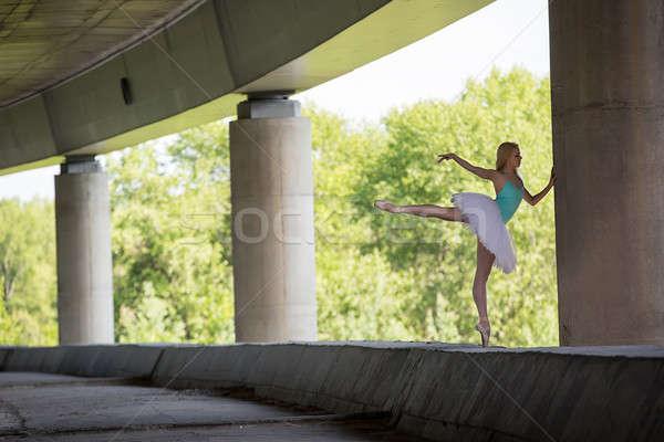 Wdzięczny baleriny dance konkretnych most tle Zdjęcia stock © bezikus
