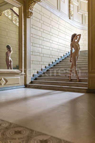 バレリーナ ポーズ インテリア 楽しい 階段 ストックフォト © bezikus