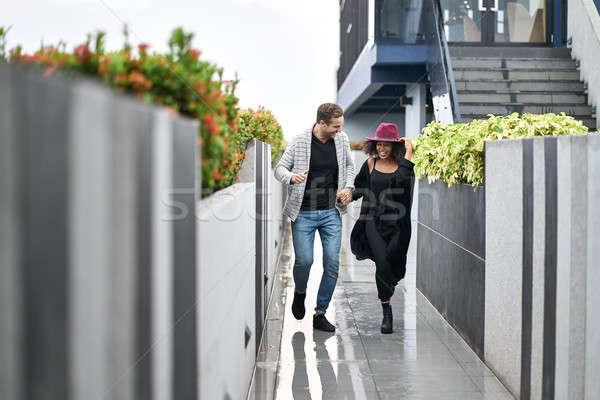 Casal terraço risonho corrida chuva abrir Foto stock © bezikus