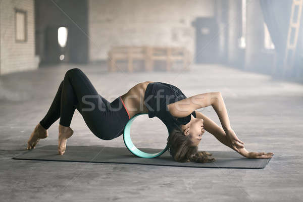 Meisje yoga opleiding verrukkelijk zwarte Stockfoto © bezikus