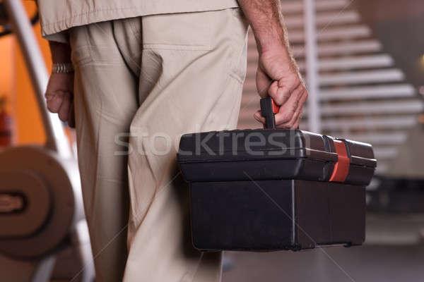 Mann halten Werkzeugkasten einheitliche stehen Bau Stock foto © bezikus