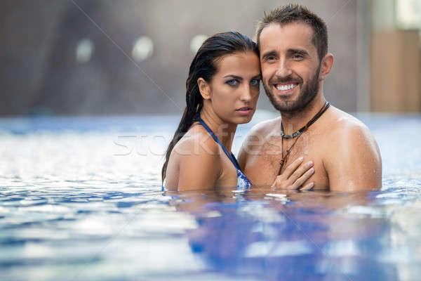 Pár medence boldog lebarnult fiatal pér megnyugtató Stock fotó © bezikus