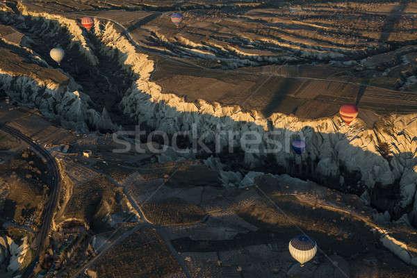 Levegő léggömbök fölött völgy tarka repülés Stock fotó © bezikus