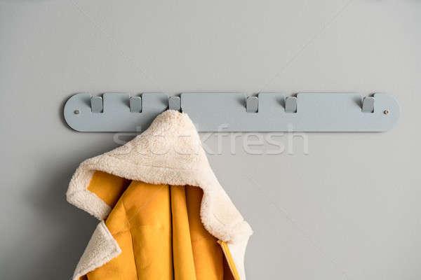 Metaal grijs hanger jas goud opknoping Stockfoto © bezikus