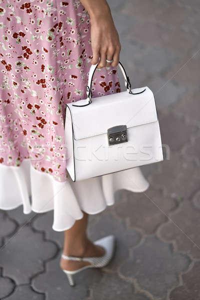 Stok fotoğraf: Model · çanta · açık · havada · kız · poz · beyaz