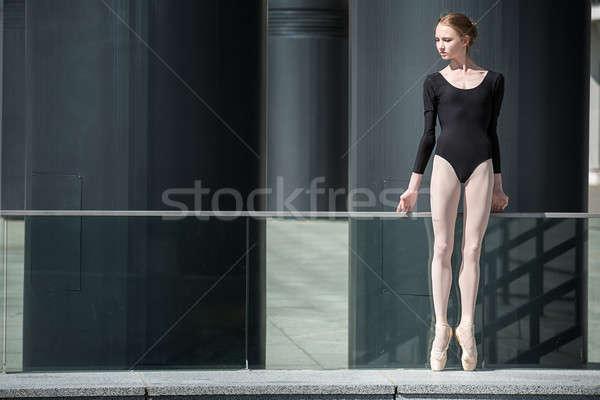Jonge bevallig ballerina zwarte badpak stedelijke Stockfoto © bezikus