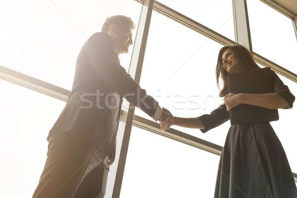 Foto stock: Homens · de · negócios · mulheres · aperto · de · mãos · sorrir · grande · panorâmico