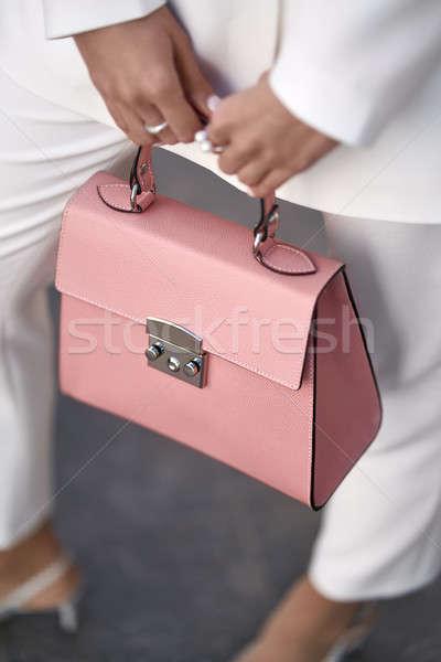 ストックフォト: モデル · 袋 · 屋外 · いい · 少女 · ポーズ