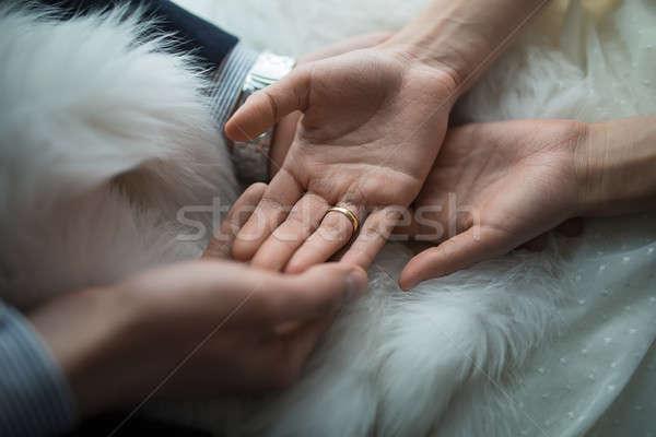 Mãos recém-casados anéis de casamento mulher mão casamento Foto stock © bezikus