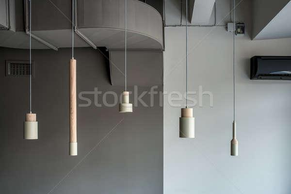 Diverso lampade impiccagione grigio muro cinque Foto d'archivio © bezikus