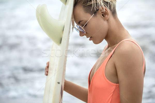 Nina tabla de surf playa cute Foto stock © bezikus