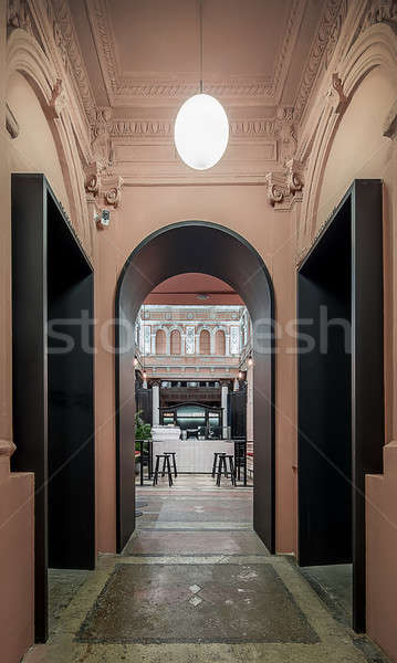 Restaurant stuc arc noir porte salle Photo stock © bezikus