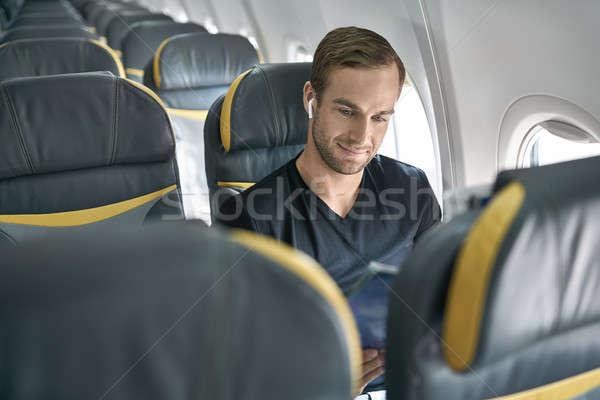 Foto stock: Bonito · cara · avião · sorridente · homem · janela