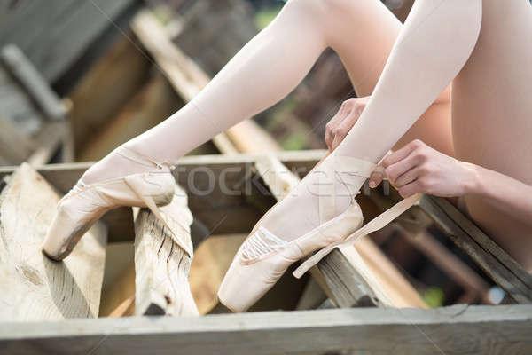 バレリーナ リボン 白 座って 古い 木製 ストックフォト © bezikus