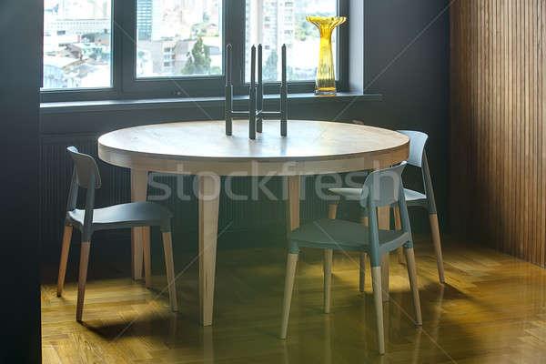 Tavola sedie legno tre finestra giallo Foto d'archivio © bezikus